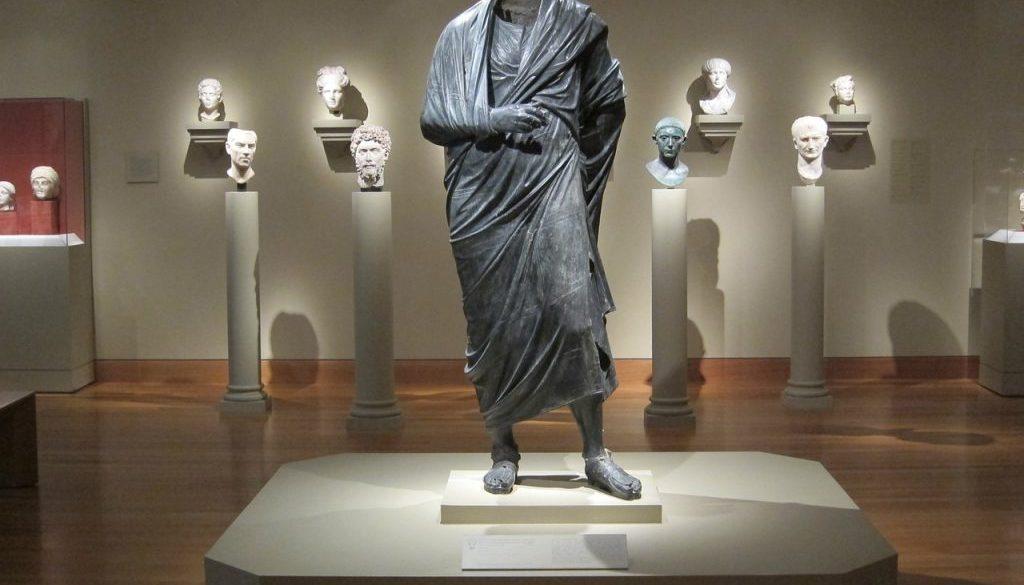 statue 273965_1280